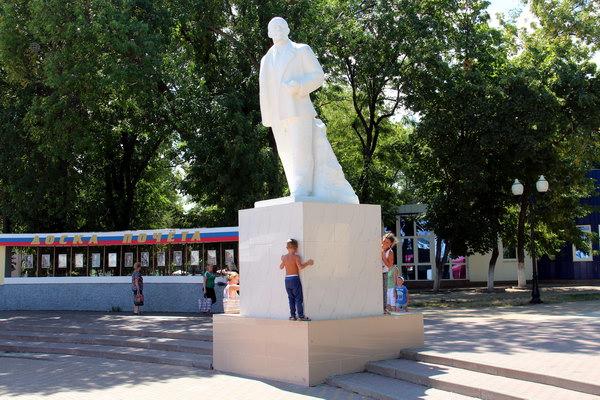 пам'ятник Леніну у центрі курорту Єйськ