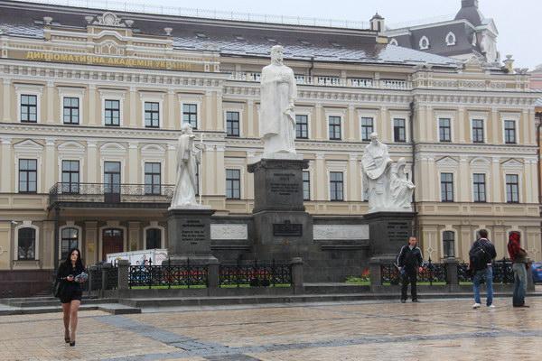 памятник княгине Ольге, Андрею Первозванному и Кириллу и Мефодию