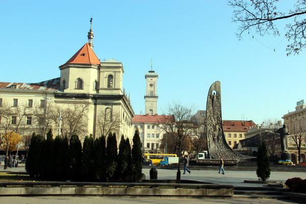 площа біля Шевченка